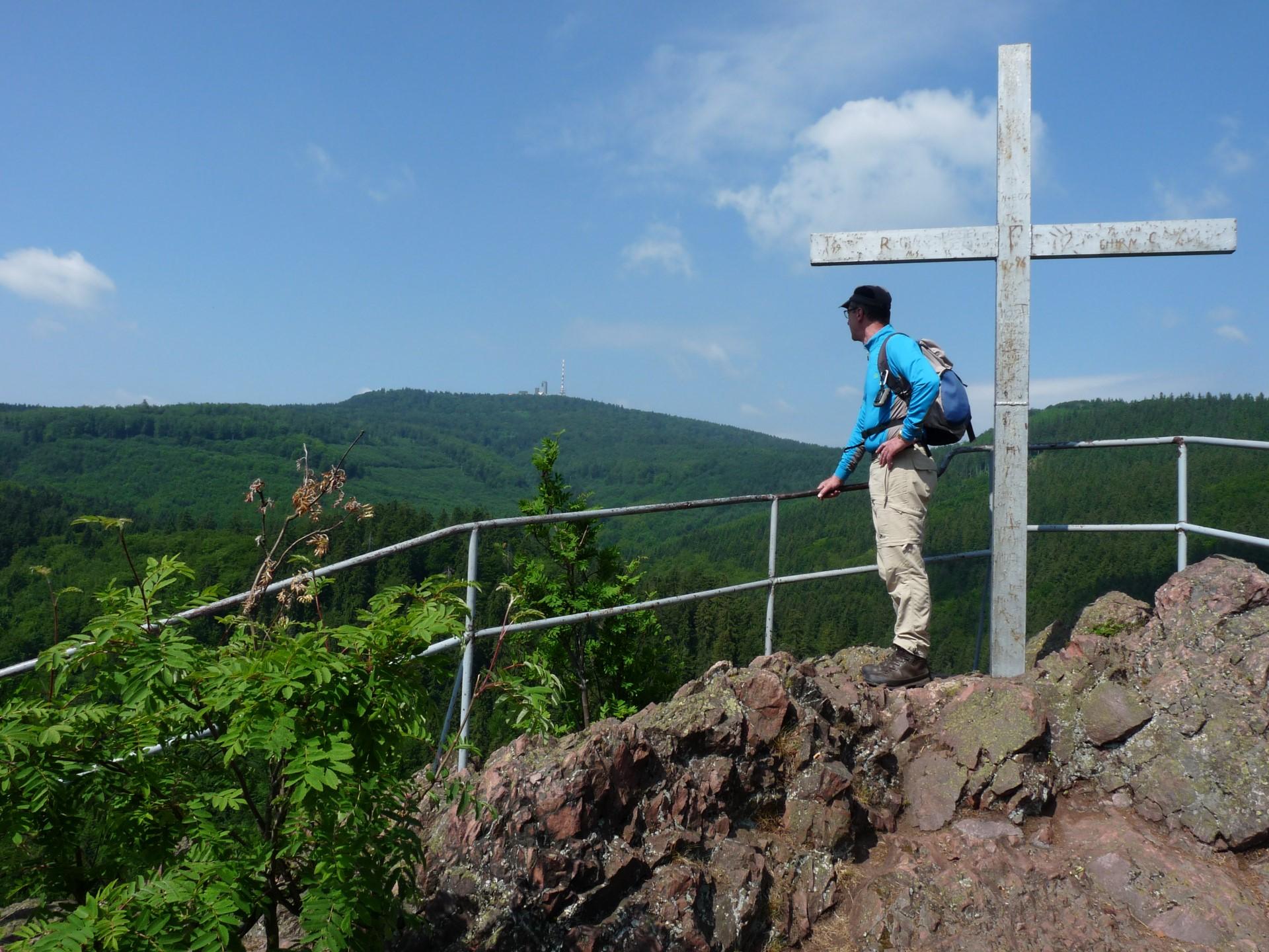Am Gipfelkreuz des Aschenbergsteins