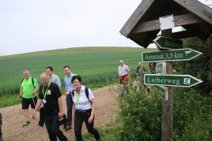 """Der Vorsitzende des gastgebenden Vereins Uwe Keith und die Präsidentin des Thüringer Wanderverbandes Christine Lieberknecht auf dem """"Weg vom Bier zur Bratwurst"""""""