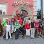 Die Abschlusswanderung endet vor dem Eisenacher Rathaus