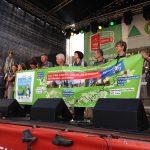 Die Wimpelgruppe aus Sebnitz auf der Bühne der Werner-Aßmann-Halle